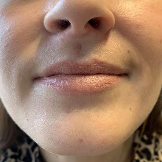 Lippen mit Liner und KIKO RAY OF LOVE Long Lasting Lip Stylo, Farbe: 02 Sophisticated Rose (LE)
