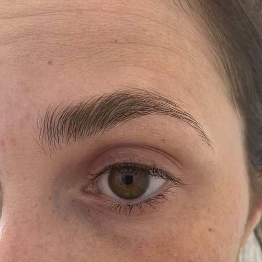 Augenbraue mit Dr. Pawpaw Shea Butter Balm