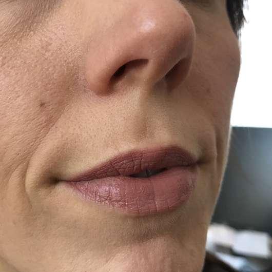 Lippen mit Alterra Naturkosmetik Velvet Matt Lipcolour, Farbe: 01 Terra