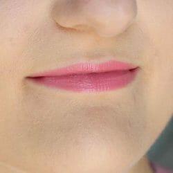 Lippen mit ARTDECO Perfect Color Lipstick, Farbe: 912 Make It Bloom (LE)
