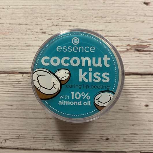 <strong>essence</strong> coconut kiss caring lip peeling