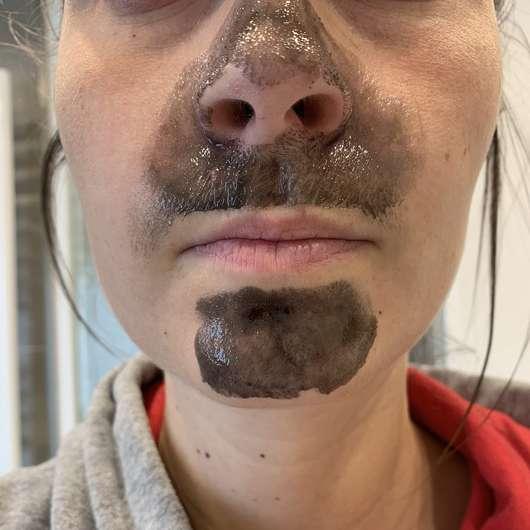 Balea Peel-Off Maske mit Aktivkohle - aufgetragen