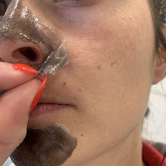 Balea Peel-Off Maske mit Aktivkohle - ausgehärtet
