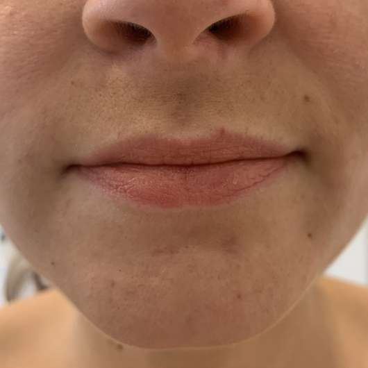 Lippen mit IsaDora Liquid Blend Soft Matt Lip Color, Farbe: 82 Candied Chestnut