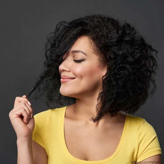 Fettige Haare trotz Waschen? Das hilft!