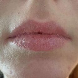 Lippen mit IsaDora Glossy Lip Treat, Farbe: 53 Sweet Peach