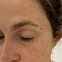 Augenbraue mit Physicians Formula Brow Last Longwearing Brow Gel, Farbe: Medium Brown