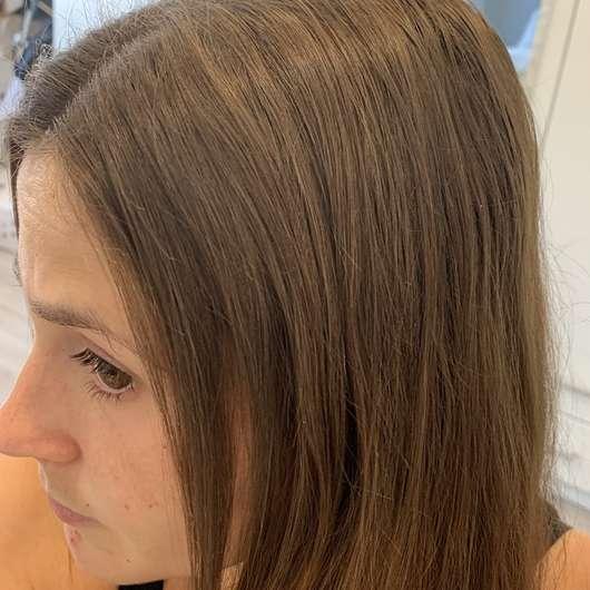 Haare nach der Anwendung des Batise Trockenshampoos Cherry