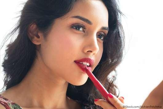 Lippenstift auftragen: Diese No-Gos lassen euch älter aussehen