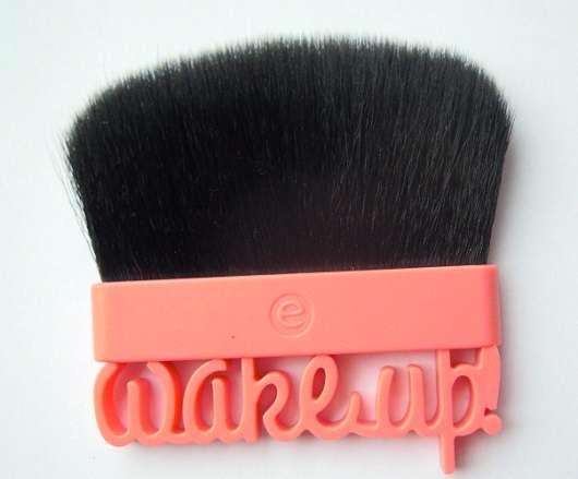 essence wake up, spring! blush brush (LE)