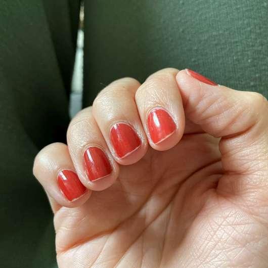 lackierte Nägel mit trend IT UP Quick Dry Nail Polish, Farbe: 075 - Tipwear nach einem Tag